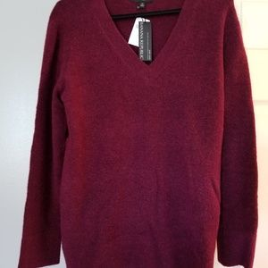 NWT - Banana Republic Aire V-Neck Sweater - Medium